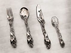 tim burton cutlery is isaie bloch Muebles Estilo Art Nouveau, Kitchenware, Tableware, Serveware, Gothic House, Cutlery Set, Flatware, Silver Cutlery, 3d Prints