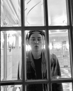 BTS's V (Taehyung) in Berlin, Germany photos with the rest of BTS Jimin, Bts Bangtan Boy, Jhope, Foto Bts, Bts Photo, Taehyung Cute, Kim Taehyung, Taehyung Fanart, K Pop