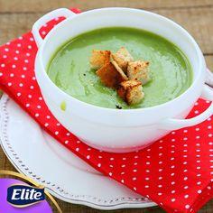 ¡Haz que tu familia disfrute de una deliciosa crema de brócoli!  Ingredientes: -500 gramos de brócoli. -1/2 litro de crema baja en grasa. -2 tazas de agua. -1/2 cubito de sazonador de caldo de pollo. -Sal al gusto.