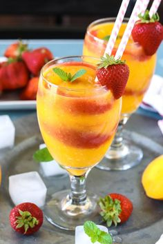 Treat your friends with a delightful, homemade, and healthy Strawberry Mango Daiquiri made with a slushy blend of strawberries and mangoes. Oh so refreshing and perfect for hot summer days! Mango Drinks, Strawberry Drinks, Smoothie Drinks, Summer Drinks, Strawberry Limeade, Beach Cocktails, Smoothie Cleanse, Juice Cleanse, Detox Drinks
