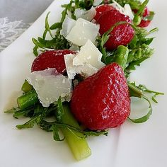 High Protein Low Carb, Protein Diets, Caprese Salad, Avocado, Strawberry, Veggies, Food And Drink, Snacks, Fruit