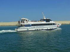 Pasear en barco por la costa de #Barcelona (#Cataluña - #España), una experiencia fantástica.  http://www.europeosviajeros.com