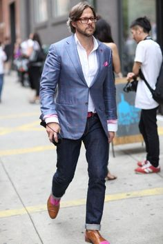 A blue plaid blazer and navy jeans are must-have menswear items, without which no closet would be complete. Introduce a pair of tan leather oxford shoes to this look to mix things up a bit. Blazer Jeans, Plaid Blazer, Navy Jeans, Pink Pocket Square, Look Fashion, Mens Fashion, Street Fashion, Look Street Style, Cuir Rose
