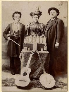 Medicine show trio (with their traveling size booth) from 1890 Vintage Photographs, Vintage Images, Old Pictures, Old Photos, Vintage Medical, Medical History, Folk Music, Old West, The Past
