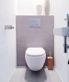 Inodoro curvo para baño pequeño sin pie de apoyo