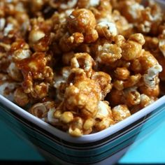 Perfect caramel popcorn to end 2009 or to begin the brand new 2010!!