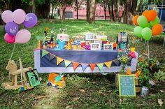 Festa do Lixeiro e Festa da Princesa junto. A junção dos 2 temas ficaram perfeitos e o José e a Brisa amaram a comemoração!  :: Mais uma festa com a Show Box da Festejo!!!  :: Acesse nosso site e saiba mais: http://ift.tt/1rLBZPn :::  Fotografia: Belle Favarin #FestejoInBox #aquitemmaeempreendedora #compredasmães #FestaDeCrianca #festasinfantis #festascriativas #festadecriança #DioramaFestejoInBox #Maternativa #BomDia #IlustraçãoFestejoInBox #FestaDoLixeiro #FestaPrincesa