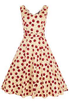 Retro šaty Lady V London Charlotte Cherry Cream Retro šaty ve stylu 50. let. Úžasné šaty z londýnské módní dílny Lady V London v originálním zpracování. Šaty využijete na zahradní párty, večírky pod širým nebem, svatby či na dovolené. Zajímavý letní motiv třešní na béžovém podkladu je velmi netradiční a působí svěžím dojmem. Příjemný pružný materiál (97% bavlna, 3% elastan) zajistí, že se Vám šaty budou dobře nosit. Kulatý výstřih v přední i zadní části, projmutý střih nepřidává objem v…
