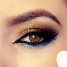 Sombra dourada e bronze com azul metálico na parte de baixo dos olhos.