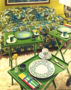 ah yes, the perfect plate setting...plate, cup, saucer, silverware, napkin, lovely bud vase and your own ash tray on each tray table....smmmmoke and a pancake anyone?