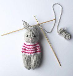 2020 - Ravelry: Bunny Friend pattern by Esther Braithwaite Teddy Bear Knitting Pattern, Animal Knitting Patterns, Knitted Doll Patterns, Knitted Dolls, Stuffed Animal Patterns, Crochet Birds, Crochet Bunny, Crochet Toys, Crochet Flowers