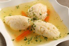 Supa cu găluște a mamei e de neuitat. Avea gust delicios și găluște tare, tare pufoase. Iată care este secretul acestor găluște!  INGREDIENTE ● 500 g tacâmuri de pasăre