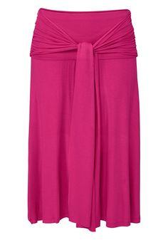 Ein vielseitiges Kleid, das in fünf unterschiedlichen Varianten getragen werden kann. Mit den an den Seitennähten angenähten Bändern kann man das Kleid zu verschiedenen Outfits stylen. Kniefrei.  Elastische Qualität aus 95% Viskose, 5% Elasthan.   Bitte beachten Sie: die Farbe Pink fällt leuchtender aus als abgebildet....