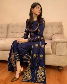 Beautiful Pakistani Dresses, Pakistani Formal Dresses, Pakistani Wedding Outfits, Pakistani Dress Design, Fancy Dress Design, Bridal Dress Design, Stylish Dress Designs, Stylish Dresses For Girls, Simple Dresses