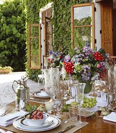 Breakfast table al fresco Outdoor Rooms, Outdoor Dining, Outdoor Tables, Dining Tables, Decoration Design, Decoration Table, Dresser La Table, Breakfast Table Setting, Beautiful Table Settings