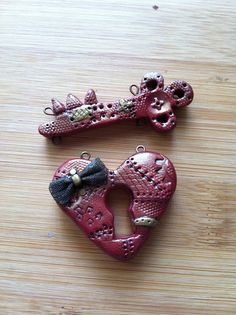 Gia Schmia reprises the Bakelite heart brooch in polymer clay....HER WAY.  So ARTFUL!!!  With the loops like this, appears she may be wanting to make it into a necklace.  LOVE!