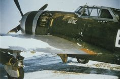 """Republic P-47D-20-RE, s/n 42-76516, B2-H """"Magic Carpet"""" of the 390th Fighter Squadron, 366th Fighter Group, pilot Lt Colonel Harold Holt, winter 1944/45"""