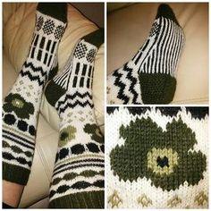 Knitting Charts, Free Knitting, Knitting Socks, Knitting Patterns, Crochet Skirts, Crochet Socks, Knit Crochet, Woolen Socks, Yarn Crafts