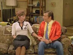 """A countdown of my top 10 favorite Laverne & Lenny moments (from the TV series """"Laverne & Shirley""""). Penny Marshall, Clip C, Cindy Williams, Laverne & Shirley, 70s Tv Shows, In This Moment, Tv Series, Comedy, Tops"""