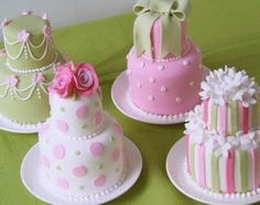 More Gorgeous mini wedding cakes.