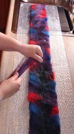 How to Make a Wool, Felted Scarf Using Bubble Wrap