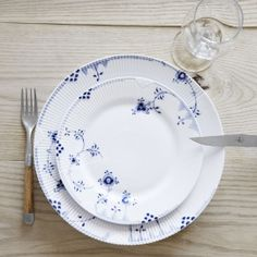 Royal Copenhagen,yes its a Danish porcelain and this plate is called blue elements fron Royal Copenhagen store....like