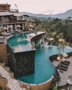 Ubud, Bali😍 cc: // Tag someone you ❤ Beautiful Villas, Beautiful Places, Beautiful Islands, Wonderful Places, Dream Mansion, Luxury Homes Dream Houses, Luxury Pools, Luxury Yachts, Dream Pools