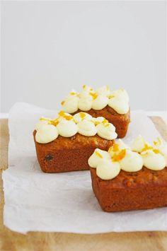 Very Good Carrot Cake (Cakelets & Doilies) Mini Loaf Cakes, Carrot Cake Loaf, Mini Carrot Cake, Best Carrot Cake, Carrot Cakes, No Bake Treats, No Bake Desserts, Yummy Treats, Sweet Treats