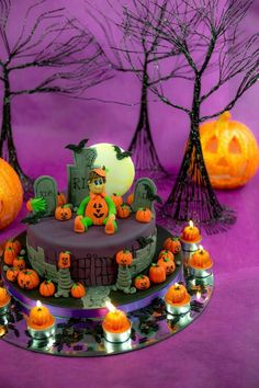 love the cake and the whole theme - even the tea lights are themed!