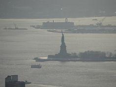Estátua da Liberdade vista do Empire State- janeiro 2014.