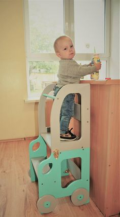 Montessori kitchen helper/ step stool for children/ table and