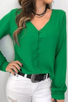 Camisa-Nilsa Size Small - Green or RedThat top color 👌🏻👌🏻Love the color and simple lines of blouse Bluzka DARINDA Blouse Styles, Blouse Designs, Fall Outfits, Casual Outfits, Couture Tops, Casual Looks, Casual Wear, Fashion Dresses, How To Wear