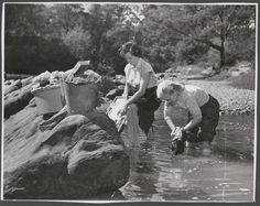Women doing their laundry in the Australian outback - 1950s : TheWayWeWere