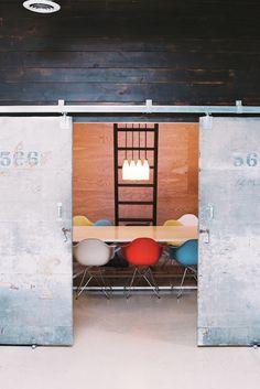 sympa pour le meeting room qui est séparé par des partitions...