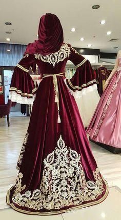 Indian Wedding Gowns, Asian Wedding Dress, Muslim Wedding Dresses, Pakistani Bridal Dresses, Classic Wedding Dress, Bridal Gowns, Bride Indian, Bridal Hijab, Abaya Mode