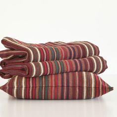tissu pur coton avec jeu de rayures dans les tons bleu blanc rouge esprit tr s union jack. Black Bedroom Furniture Sets. Home Design Ideas
