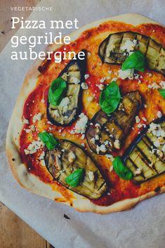 Niks lekkerder dan zelfgemaakte pizza met gegrilde aubergine, geitenkaas en basilicum. Met zelfgemaakte pizzabodem. Een heerlijke vegetarisch pizza recept. Food Blogs, Vegetable Pizza, Vegetables, Bbq, Drinks, Barbecue, Drinking, Beverages, Barrel Smoker