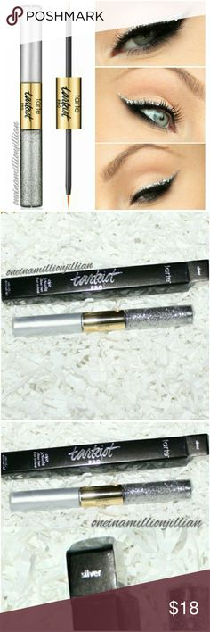 Tarte Tarteist Pro Eye Jewels Glitter Liner LIMITED EDITION  New in Box - Never Used (Swatches from Google)  Full Sz & Authentic  Color: Silver  Get a magical metallic look with this double-ended glitter eyeliner. The metallic quick-drying liquid liner creates a lustrous tightline, with an ultra-fine brush that slips across lids with no skipping. Layer on the glitter with the opposite no-budge topcoat featuring concentrated white gold flecks in a clear, non-sticky gel that dries instantly…