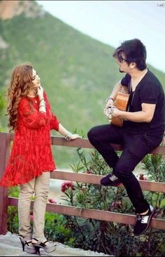 A sweet serenade 💘 Love Couple Images, Couple Picture Poses, Couples Images, Couple Pictures, Couple Posing, Couple Shoot, Young Couples Photography, Wedding Couple Poses Photography, Wedding Couple Photos