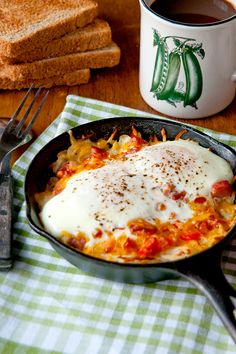 Hash Brown-Omelet Skillets from @Lana Stuart | Never Enough Thyme http://www.lanascooking.com/2012/01/17/hash-brown-omelet-skillets/ Visit the blog for the recipe along with step-by-step photos. #breakfast #eggs #omelet