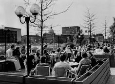 """HANNOVER Altstadt Die Terrasse des italienischen Restaurants """"Bei Mario"""" Am Hohen Ufer an der Leine im Jahr 1975."""