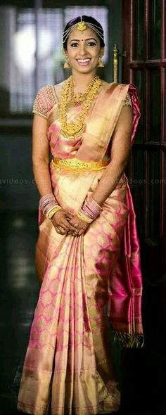 Traditional Southern Indian bride wearing bridal saree, jewellery and hairstyle. Indian Bridal Sarees, Indian Silk Sarees, Indian Bridal Wear, Indian Wear, Telugu Wedding, Saree Wedding, Telugu Brides, South Indian Weddings, South Indian Bride