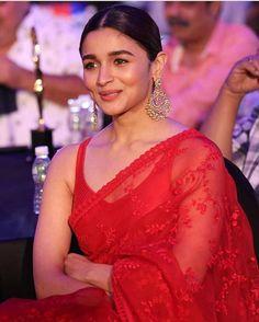 Alia Bhatt Looks Beautiful In Red Saree And Long Heavy Earrings Sabyasachi Sarees, Banarsi Saree, Bollywood Saree, Anarkali, Indian Sarees, Lehenga Saree, Indian Gowns, Bollywood Fashion, Pakistani