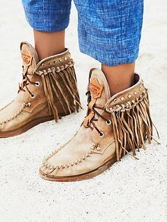 El vaquero roseland moccasin boot boho shoes, comfy shoes, cute shoes, me t Suede Boots, Leather Boots, Fringe Moccasin Boots, Fringe Boots, Women's Boots, Mocassins Boots, Suede Sneakers, Snow Boots, High Boots