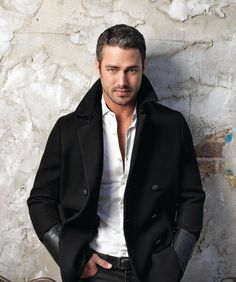 Taylor Kinney is killing me with THAT look Lancaster, Hot Actors, Actors & Actresses, Lady Gaga, Taylor Kinney Chicago Fire, Celebrity Babies, Good Looking Men, My Guy, Hot Boys