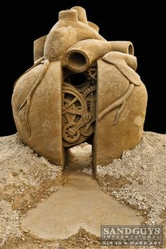 AMAZING SAND SCULPTURE OF THE HEART!