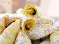 Imagini pentru ce a mancat petruta dinu in ani care i are? Romanian Desserts, Romanian Food, Romanian Recipes, Cookie Recipes, Snack Recipes, Dessert Recipes, Peach Cookies, Food Artists, Good Food
