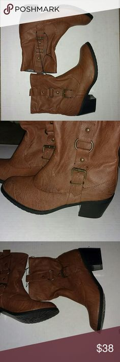 NWT CARAMEL COLORED LEATHER ROUND TOE BOOTS Adorable !! Buckle design Heel Height is about 1.5 NEW !!!! GORGEOUS Round Toe Wet Seal Shoes Ankle Boots & Booties