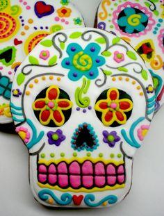 Dia de los Muertos Skull cookies @Kiley Ferguson Ferguson Lynn  we might need som practice but lets do it