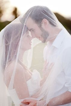 wedding picture idea, and love the veil <3